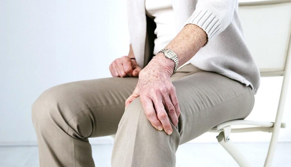 descubre las claves de algunos ejercicios para fortalecer las piernas en adultos mayores