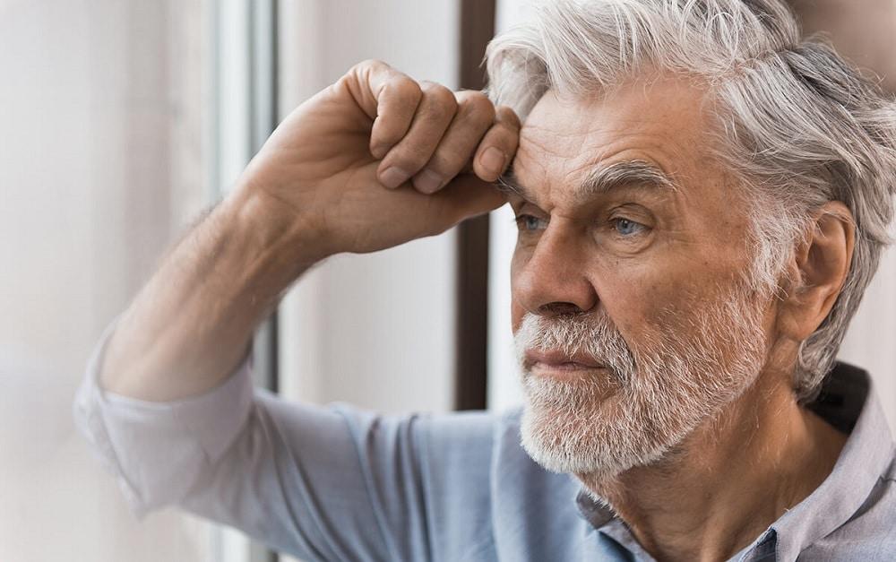 es imprescindible tratar cualquier aspecto de salud mental que pueda aparecer en el adulto mayor