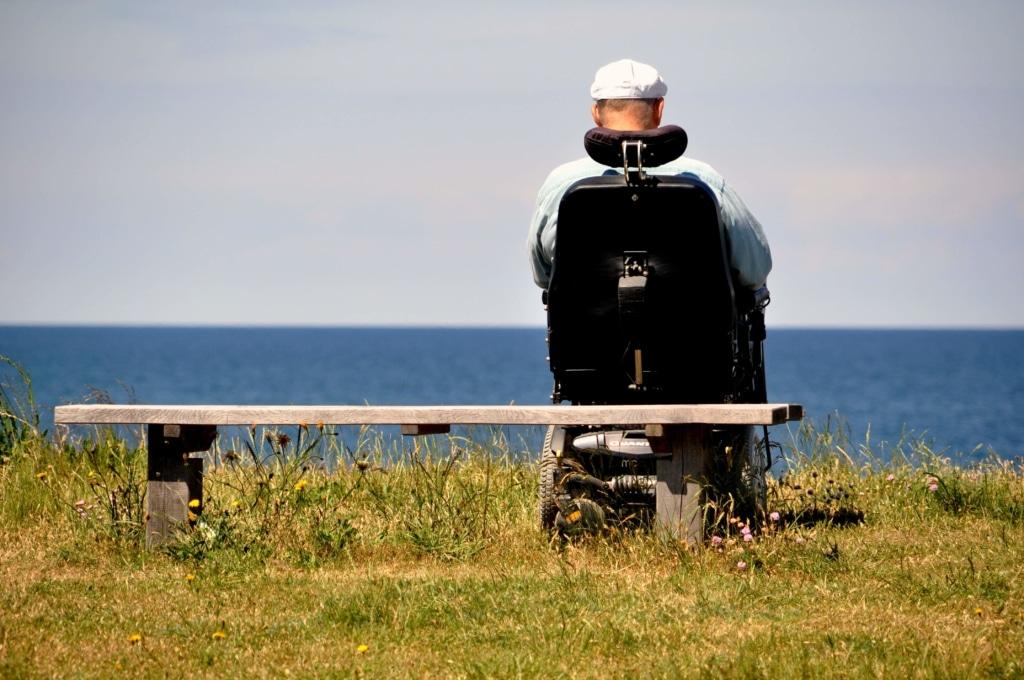 Paciente de ELA en silla de ruedas